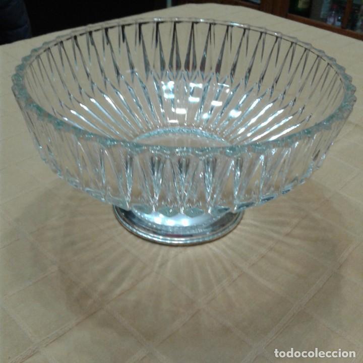 Antigüedades: centro de mesa cristal y base plateada, años 70 - Foto 2 - 143940022