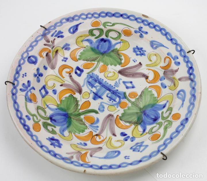 PLATO DE MANISES, FIRMADO, SIGLO XIX. 30,5CM DE DIÁMETRO. (Antigüedades - Porcelanas y Cerámicas - Manises)