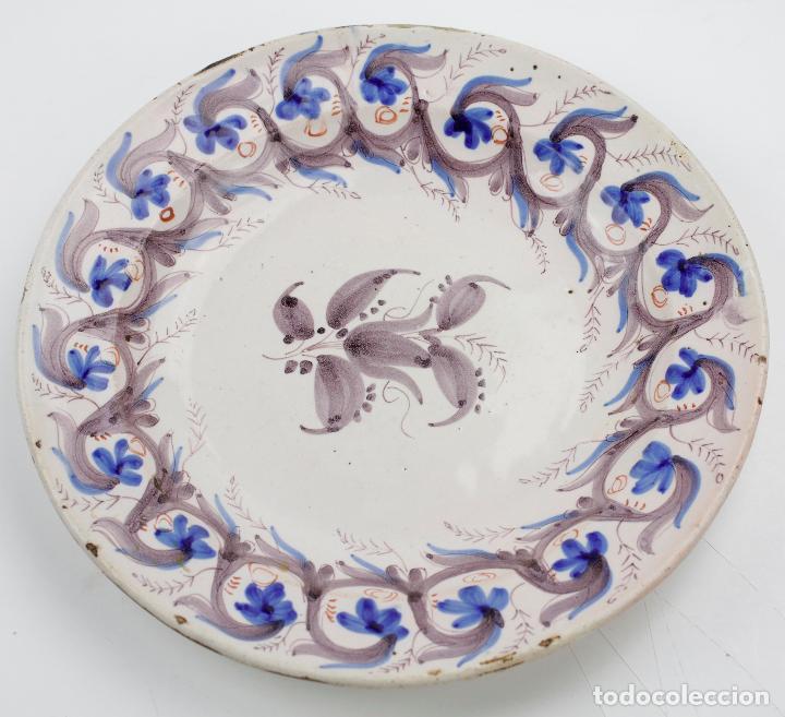 PLATO DE MANISES, FIRMADO, SIGLO XIX. 30 CM DE DIÁMETRO (Antigüedades - Porcelanas y Cerámicas - Manises)