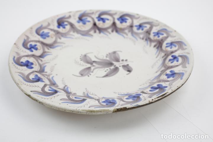 Antigüedades: Plato de manises, firmado, siglo XIX. 30 cm de diámetro - Foto 2 - 143977262