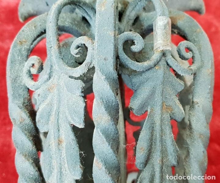 Antigüedades: PAREJA DE APLIQUES. FORMA DE ANTORCHA. HIERRO FORJADO. SIGLO XIX-XX. - Foto 3 - 143979202