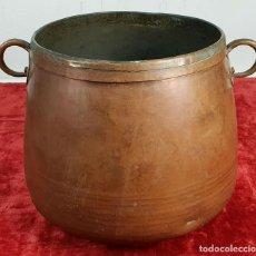Antigüedades: OLLA DE COBRE. MARTELADA A MANO. ASAS DE COBRE. SIGLO XIX-XX. . Lote 143992086