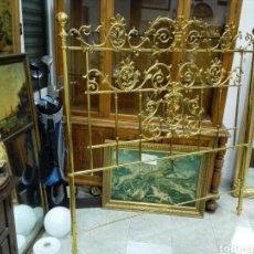 Antigüedades: ANTIGUO CABECERO DE CAMA DORADO. Lote 147596005