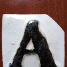 Antigüedades: AZULEJO DE CERAMICA LETRA A EN RELIEVE- SIGLO XIX. Lote 144016642