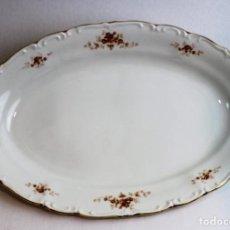 Antigüedades: BANDEJA DE PORCELANA,MARCA ROYAL CHINA,CANTOS DORADOS, 40 CM. Lote 144026102