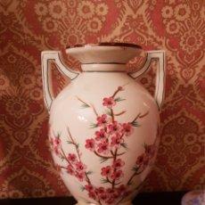 Antigüedades: JARRON CON MOTIVOS FLORALES. Lote 144035069
