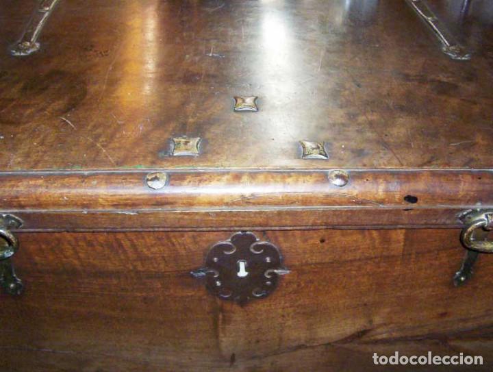 Antigüedades: Arcón muy grande en nogal con 3 cerraduras y hierros forjados - Foto 12 - 144043970