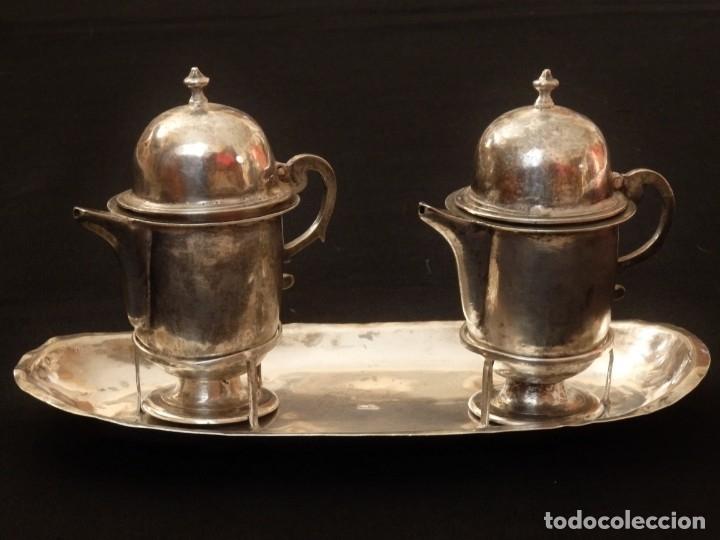 Antigüedades: Juego de vinajeras litúrgicas en plata punzonada. Siglos XVII-XVIII. - Foto 3 - 144051666