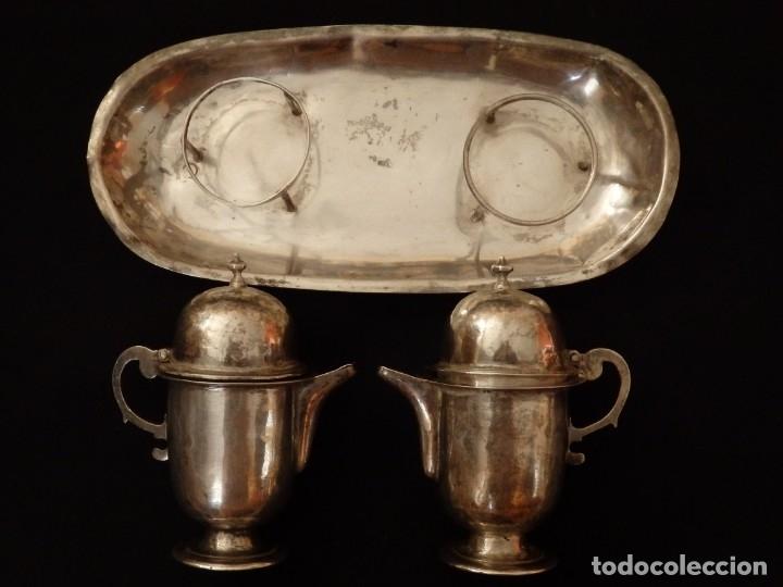 Antigüedades: Juego de vinajeras litúrgicas en plata punzonada. Siglos XVII-XVIII. - Foto 8 - 144051666