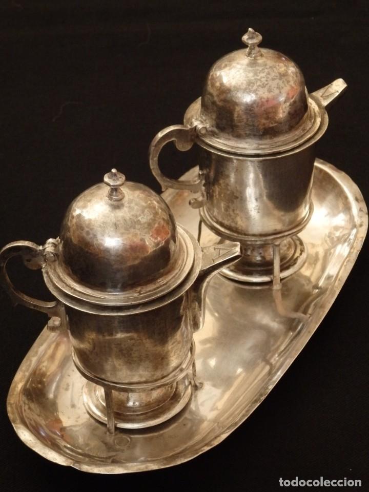 Antigüedades: Juego de vinajeras litúrgicas en plata punzonada. Siglos XVII-XVIII. - Foto 19 - 144051666