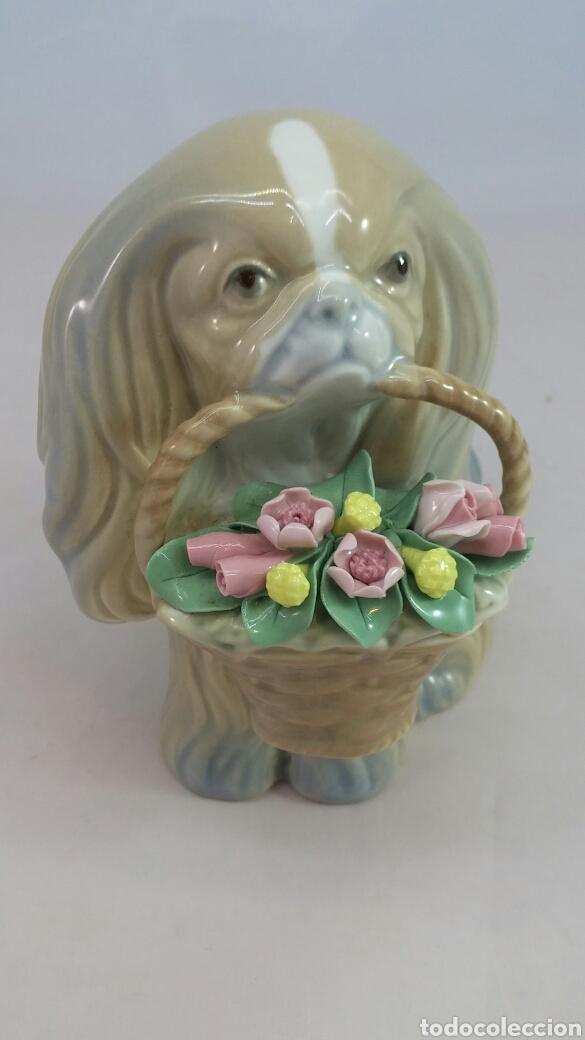 Antigüedades: Figura perro y cesta con flores porcelana Miguel Requena - Foto 2 - 144057949
