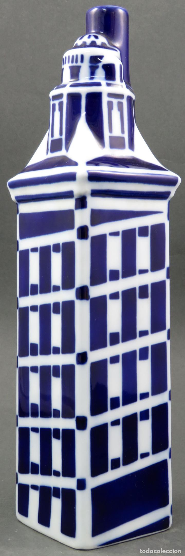 BOTELLA TORRE DE HERCULES EN CERÁMICA CASTRO SARGADELOS SIGLO XX (Antigüedades - Porcelanas y Cerámicas - Sargadelos)