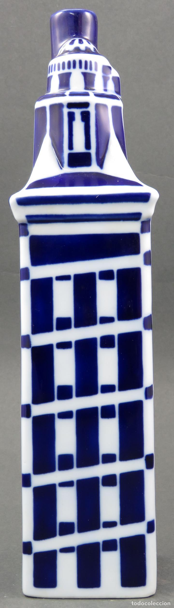 Antigüedades: Botella Torre de Hercules en cerámica Castro Sargadelos siglo XX - Foto 2 - 144074990