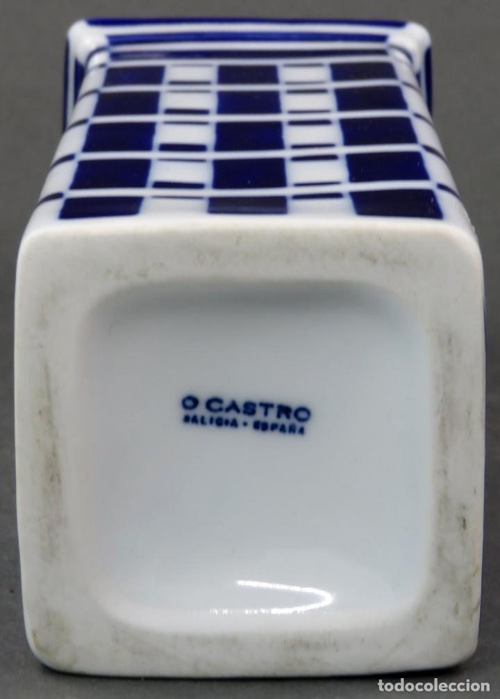 Antigüedades: Botella Torre de Hercules en cerámica Castro Sargadelos siglo XX - Foto 4 - 144074990