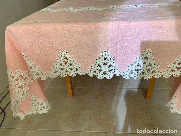 Antigüedades: Antigua Manteleria lino y encaje. Color rosa. 8 servicios. - Foto 3 - 144089290