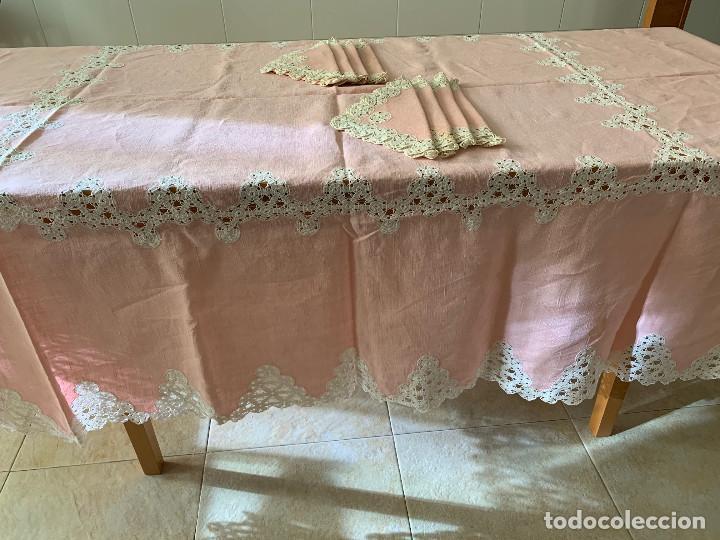 Antigüedades: Antigua Manteleria lino y encaje. Color rosa. 8 servicios. - Foto 4 - 144089290