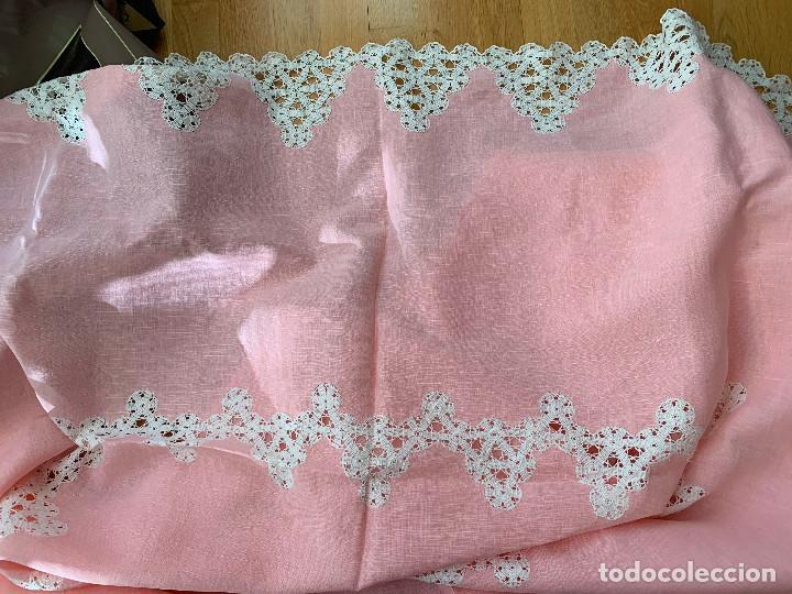 Antigüedades: Antigua Manteleria lino y encaje. Color rosa. 8 servicios. - Foto 7 - 144089290