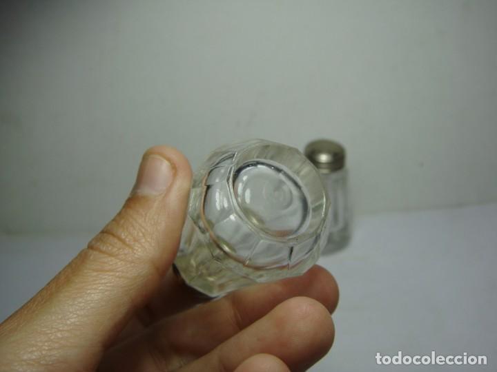 Antigüedades: Conjunto de Salero y Pimentero Antiguo. Cristal tallado y Plata - Foto 5 - 144134738