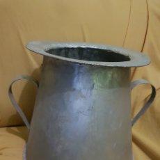 Antigüedades: MAGNIFICO HERRAO TARRO DE ORDEÑO REMACHADO FORJA. Lote 144140225