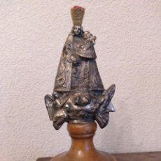 Antigüedades: NUESTRA SEÑORA DE LOS DESAMPARADOS,METAL,SOBRE MADERA,TOTAL 22 CMS.. Lote 144187918