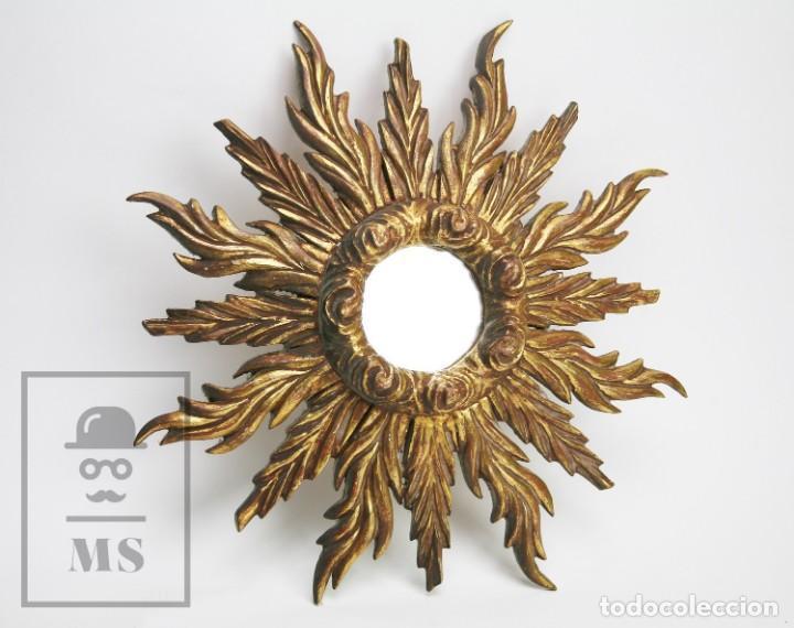 ANTIGUO ESPEJO DE MADERA TALLADA, ESTUCADA Y DORADA - FORMA DE SOL / CIRCULAR - DIÁMETRO 40,5 CM (Antigüedades - Muebles Antiguos - Espejos Antiguos)
