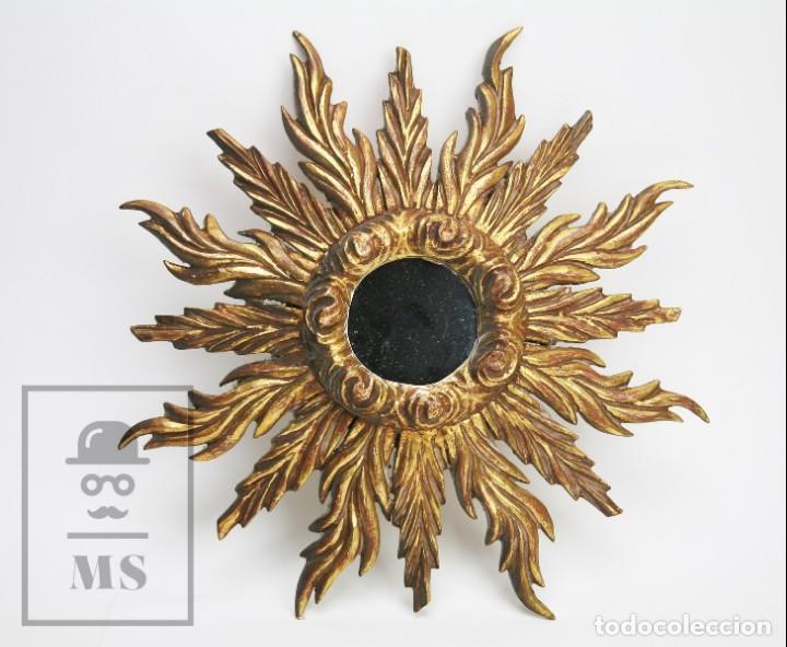 Antigüedades: Antiguo Espejo de Madera Tallada, Estucada y Dorada - Forma de Sol / Circular - Diámetro 40,5 cm - Foto 2 - 144190014