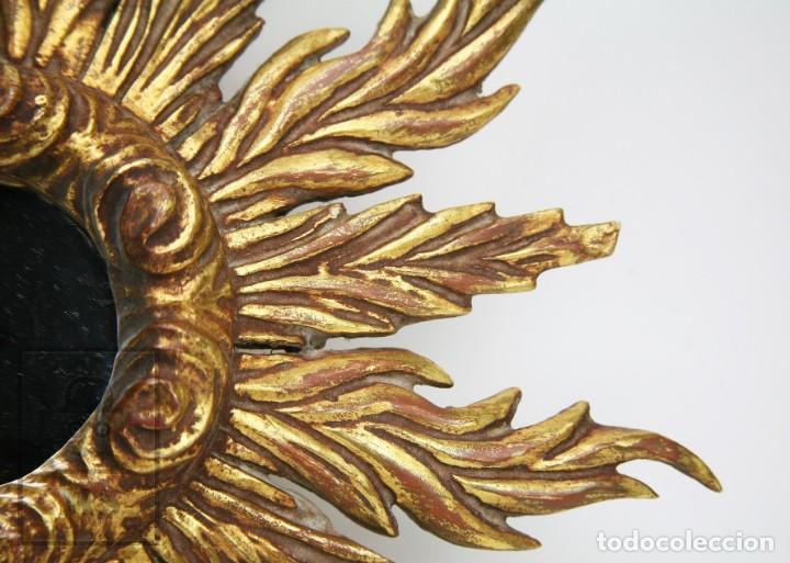 Antigüedades: Antiguo Espejo de Madera Tallada, Estucada y Dorada - Forma de Sol / Circular - Diámetro 40,5 cm - Foto 3 - 144190014