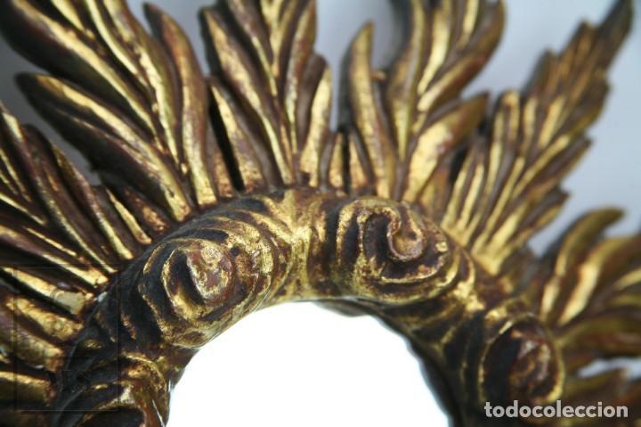 Antigüedades: Antiguo Espejo de Madera Tallada, Estucada y Dorada - Forma de Sol / Circular - Diámetro 40,5 cm - Foto 6 - 144190014