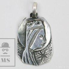 Antigüedades: MEDALLA RELIGIOSA PLATA 925 MILÉSIMAS - VIRGEN DE MONTSERRAT - MARCAS CONTRASTE - MEDIDAS 20 X 28 MM. Lote 144194190