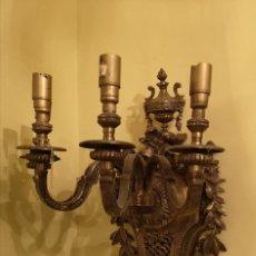 Antigüedades: APLIQUES PAREJA BRONCE 4 LUCES MED 60 X 43 CTM. Lote 144195438