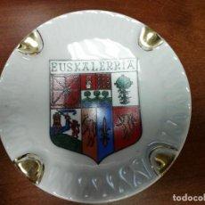 Antigüedades: CENICERO DE CERÁMICA EUSKALERRIA. Lote 144215906