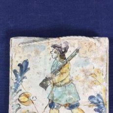 Antigüedades: AZULEJO OFICIOS CAZADOR CERAMICA CATALANA S XVIII ROTO PEGADO 13,5X13,5CMS. Lote 144217726