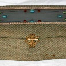 Antigüedades: CAJA MODERNISTA CON CRISTALES DE COLORES.. Lote 144228906