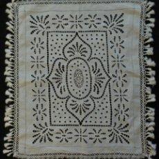 Antigüedades: ANTIGUO VISILLO DE LINO Y ENCAJES S.XIX. Lote 144236294