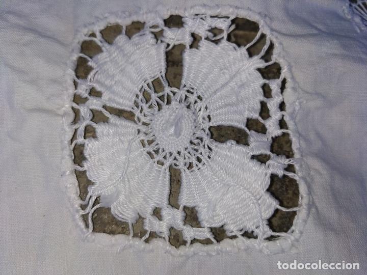 Antigüedades: MANTEL DE ENCAJE DE LAGARTERA. MANUAL. ALGODÓN. ESPAÑA. SIGLOS XIX-XX - Foto 10 - 144238114