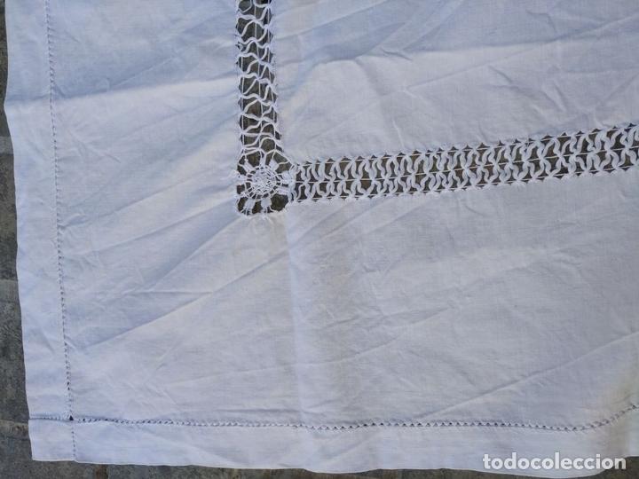 Antigüedades: MANTEL DE ENCAJE DE LAGARTERA. MANUAL. ALGODÓN. ESPAÑA. SIGLOS XIX-XX - Foto 12 - 144238114