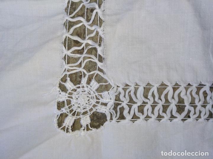 Antigüedades: MANTEL DE ENCAJE DE LAGARTERA. MANUAL. ALGODÓN. ESPAÑA. SIGLOS XIX-XX - Foto 13 - 144238114