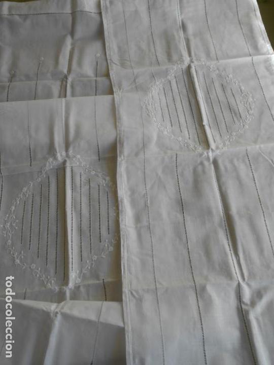 Antigüedades: PRECIOSO PAREJA 2 PANELES CORTINA, LINO BLANCO.CENTRO OVAL Y VAINICAS A MANO.45X180 CM. NUEVO - Foto 20 - 144243986