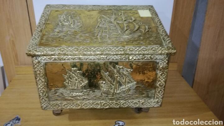 CAJA ZAPATERA DORADA DE METAL (Antigüedades - Muebles Antiguos - Baúles Antiguos)