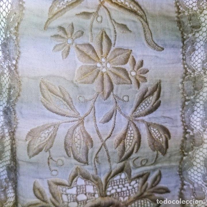 Antigüedades: VOLANTE PARA FALDA DE DAMA. BATISTA DE ALGODÓN Y SEDA. BORDADOS. ENCAJES. ESPAÑA.XIX - Foto 14 - 144247758