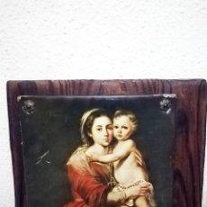 Antigüedades: CUADRO DE TABLA MADERA CON LITOGRAFIA - MADRE E HIJO - CLAVADA SON 4 CLAVOS DECORATIVOS DE LOS AÑOS. Lote 144253454