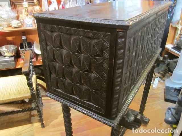 Antigüedades: Papelera Bargueño de madera partes de nogal talla norte de España con pié - buen estado - Foto 2 - 144264418