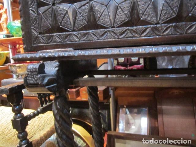 Antigüedades: Papelera Bargueño de madera partes de nogal talla norte de España con pié - buen estado - Foto 5 - 144264418