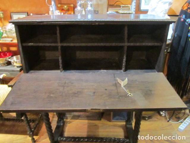 Antigüedades: Papelera Bargueño de madera partes de nogal talla norte de España con pié - buen estado - Foto 9 - 144264418