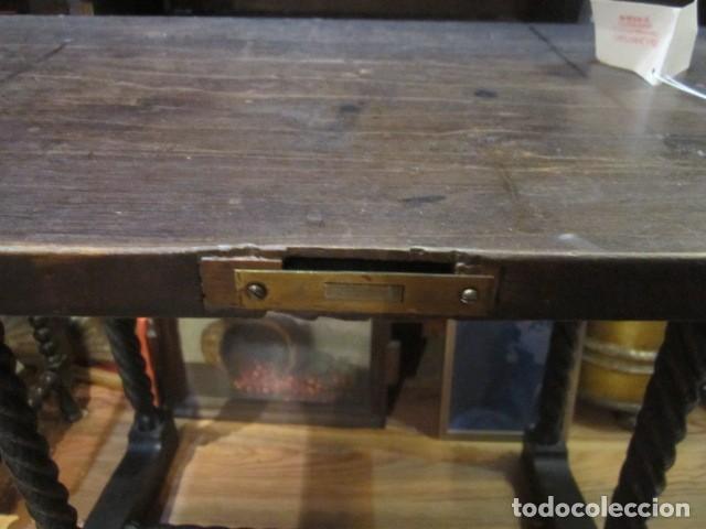 Antigüedades: Papelera Bargueño de madera partes de nogal talla norte de España con pié - buen estado - Foto 10 - 144264418
