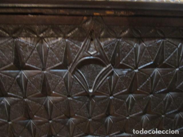 Antigüedades: Papelera Bargueño de madera partes de nogal talla norte de España con pié - buen estado - Foto 11 - 144264418