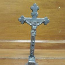 Antigüedades: CRUCIFIJO DE ALTAR SIGLO XIX METAL 20 CM. Lote 144277634