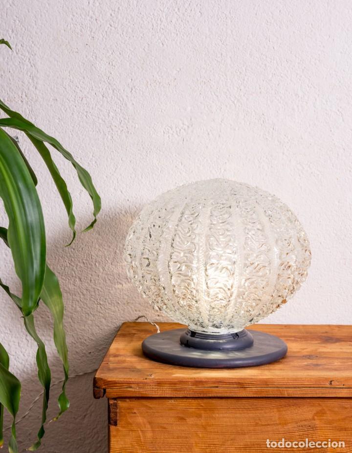 LÁMPARA GLOBO DE SOBREMESA ANTIGUA (Antigüedades - Iluminación - Lámparas Antiguas)