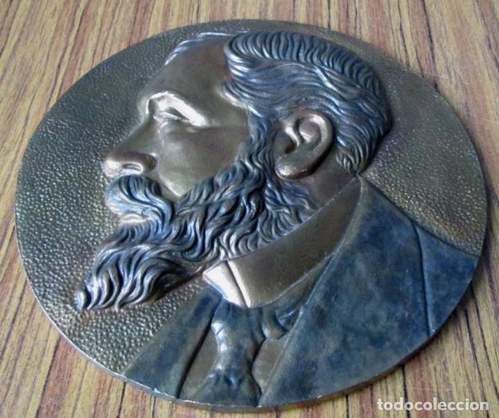Antigüedades: PLACA DE SABINO ARANA De bronce a relieve - 30 cm. De diámetro - +/- 4 kl - Foto 2 - 144357822