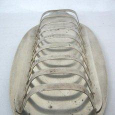 Antigüedades: BANDEJA PARA COLOCAR TOSTADAS - GRUESO BAÑO DE PLATA. Lote 144402842